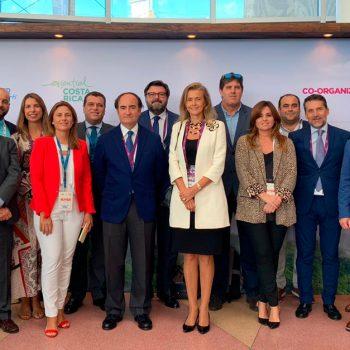 Foto de familia de la delegación comercial en Costa Rica.